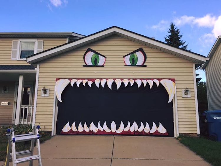 monster-garage-door-facebook & Designer Turns Garage Door into Scary Monster with Chomping Jaws ...