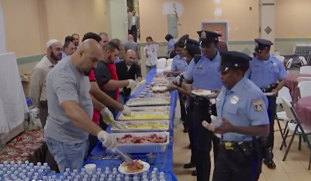 muslims-serving-breakfast-wtfx