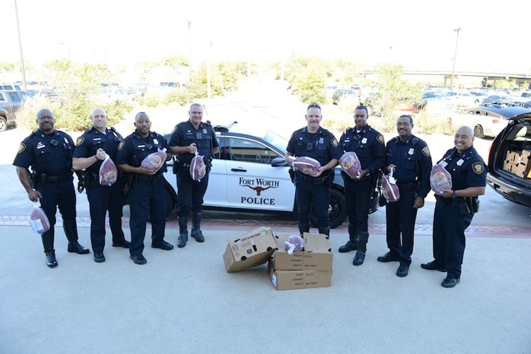 police-with-turkeys-fort-worth-police-department-facebook