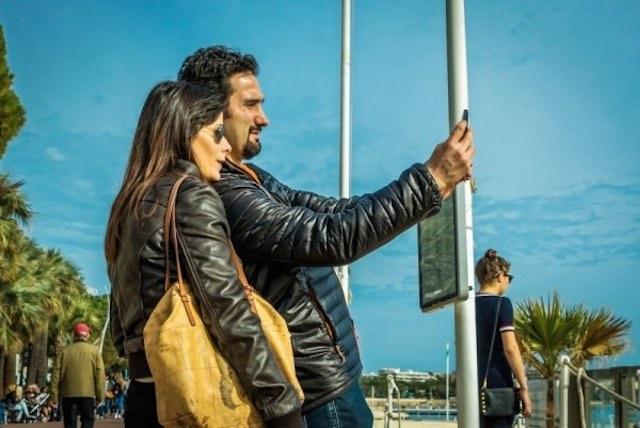 taking-a-selfie-public-domain