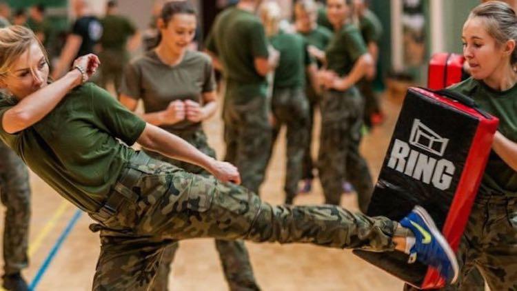 women-fighting-polish-defense-ministry