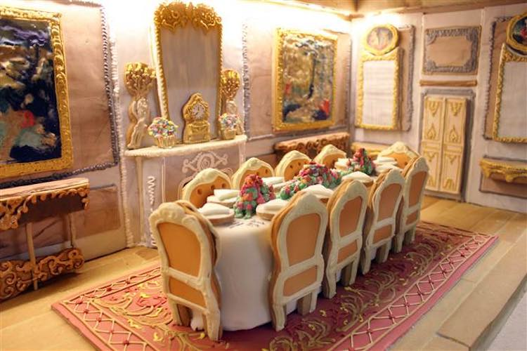 gingerbread-dining-room-biscuiteers