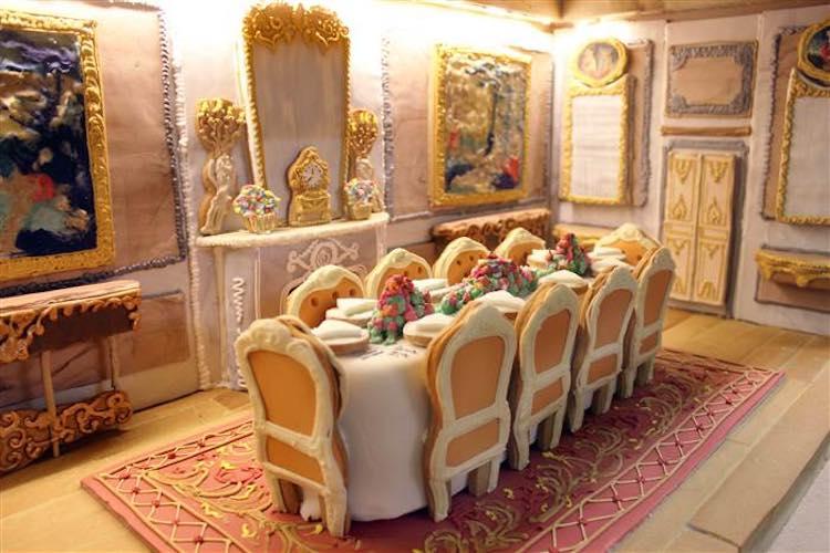gingerbread-dining-room-biscuiteers