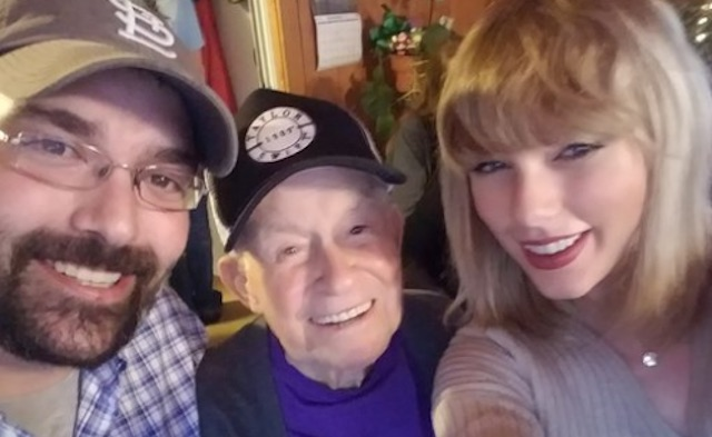 taylor-swift-and-old-fan-robert-frye-twitter