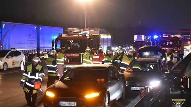 Tesla Car Incident-Feuerwehr München