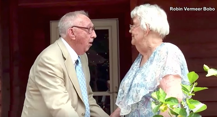 Wedding Gift For 70 Year Old Couple : 90-Year-Old Man Serenades Love of His Life on 70th Wedding Anniversary ...