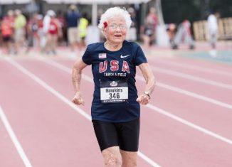 """101岁的他打破了世界纪录:""""我打了个盹。"""""""