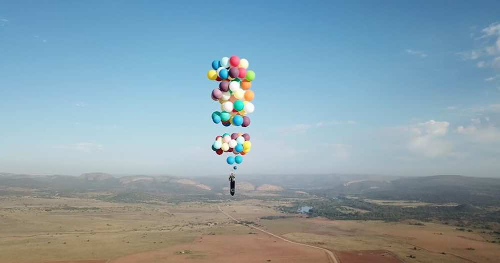Charmant Guy Uses 100 Balloons To Fly Miles In A Lawn Chair With The Funniest  Navigation System