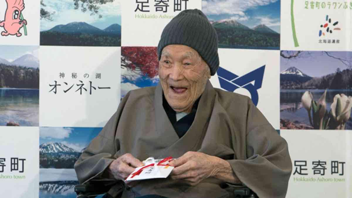 Oldest man enjoys candies, soaking in Japan's scorching springs