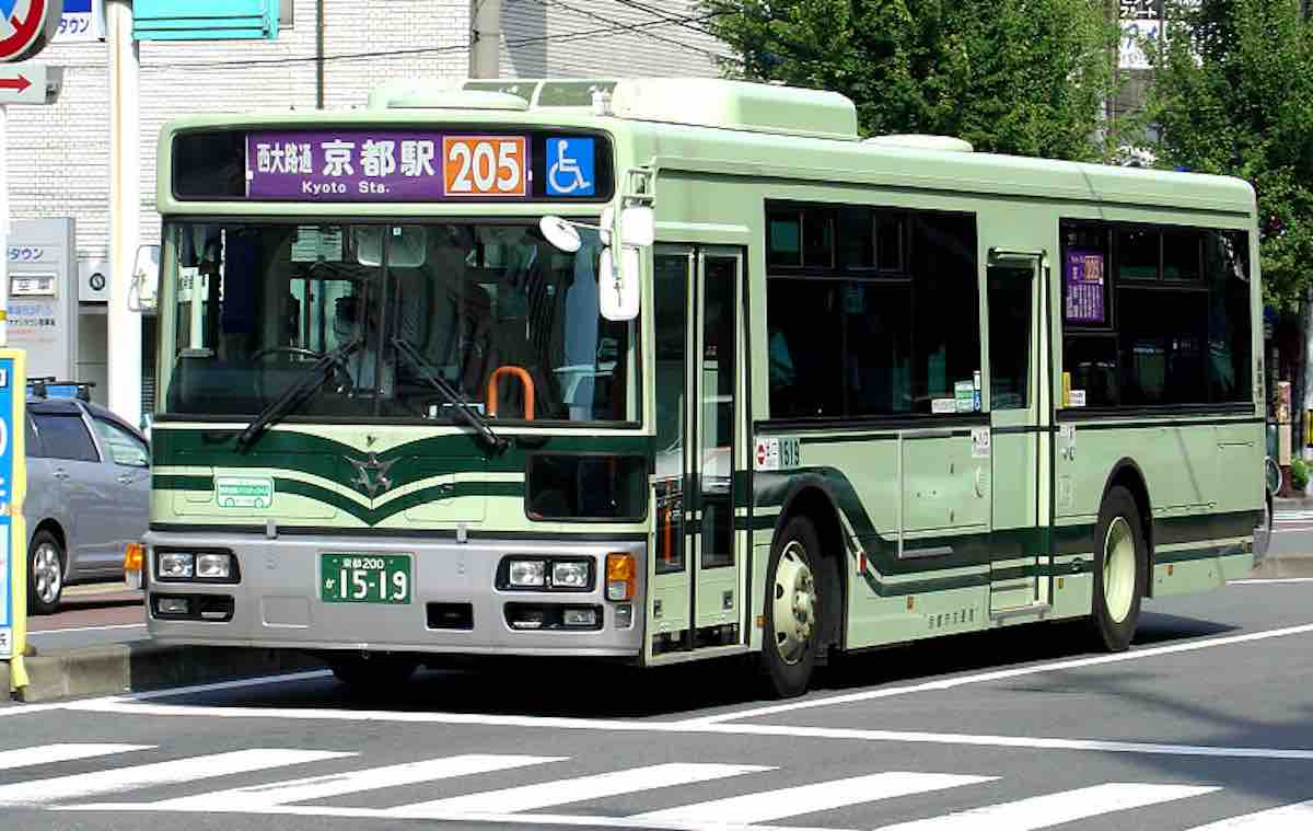 Asian on a bus | Erotic fotos)