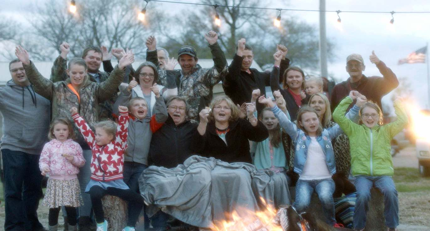 Tiny Town in Nebraska (Population: 2) Gets a Reunion Thanksgiving Feast From Ancestry Company