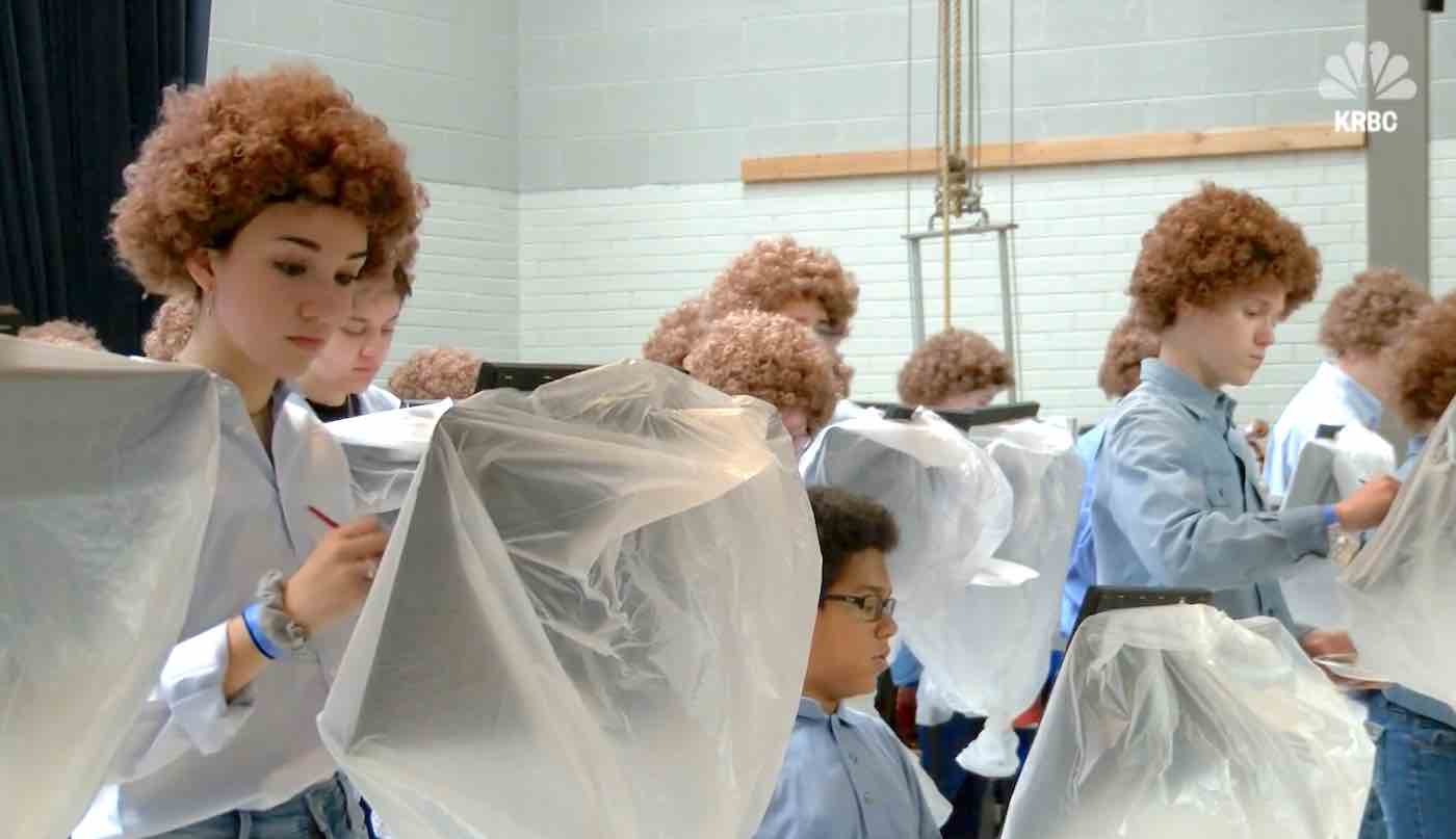 Art Teacher Cheers Up Stressed Out Students By Hosting Bob Ross