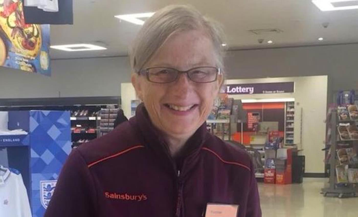 Though Her Alzheimer's Worsened, Supermarket Still Found Creative Ways to Keep Her on the Team