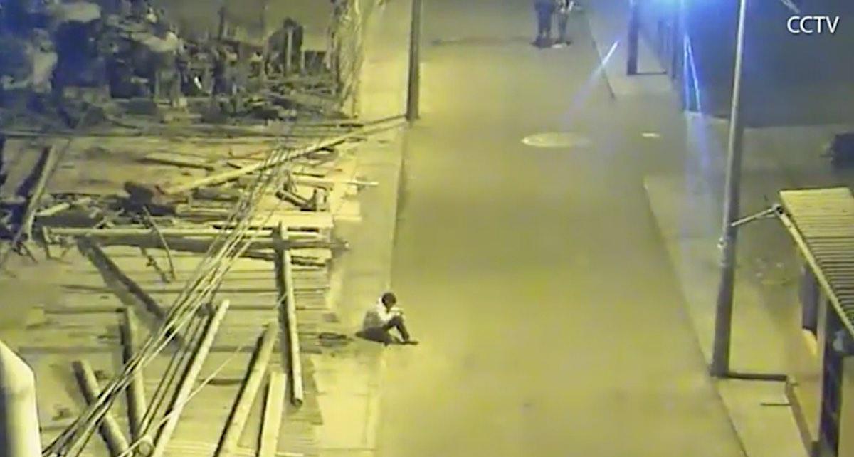 Bahrain Millionaire Helps Boy After Viral Photo Shows Him Doing Homework on a Sidewalk Under Street Lamp