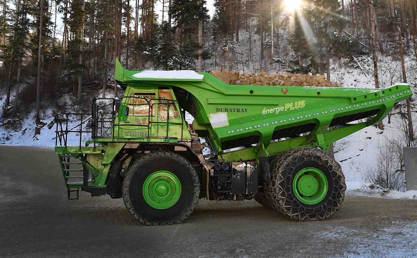 World's Largest Dump Truck >> World S Largest Electric Vehicle Is A Dump Truck That Doesn