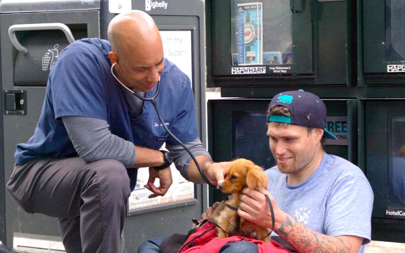 This Veterinarian Has Spent 9 Years Wandering the California Coast Treating Homeless People's Pets for Free