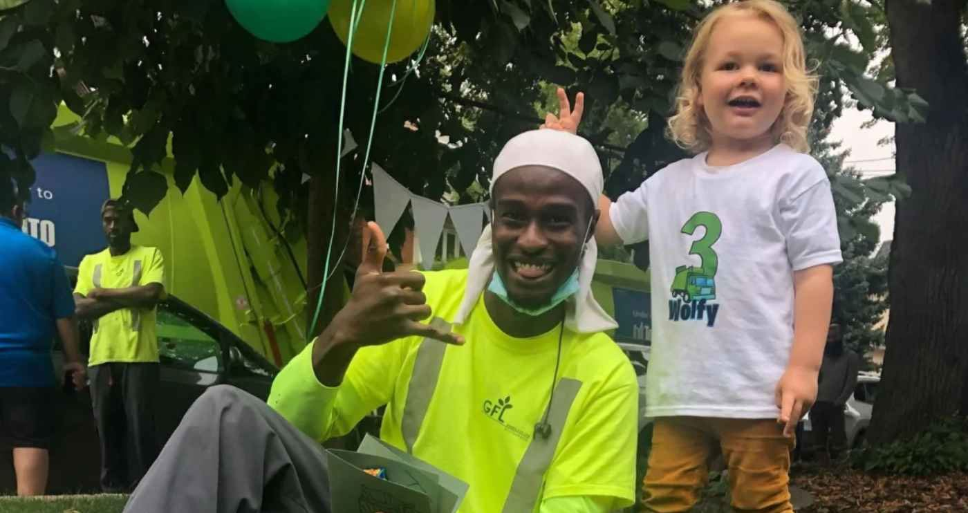 Toddler Gets His Own Real Life Garbage Truck Parade From Local Trash Company And It S The Best Birthday Ever Watch