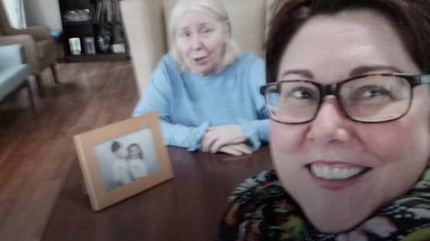 bus-driver-makes-detour-so-daughter-can-see-her-mom-at-senior-home-it-just-hit-my-heart