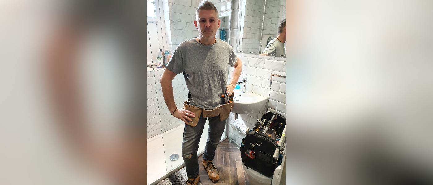 Plumber lands record deal when music mogul hears singing during bathroom fitting